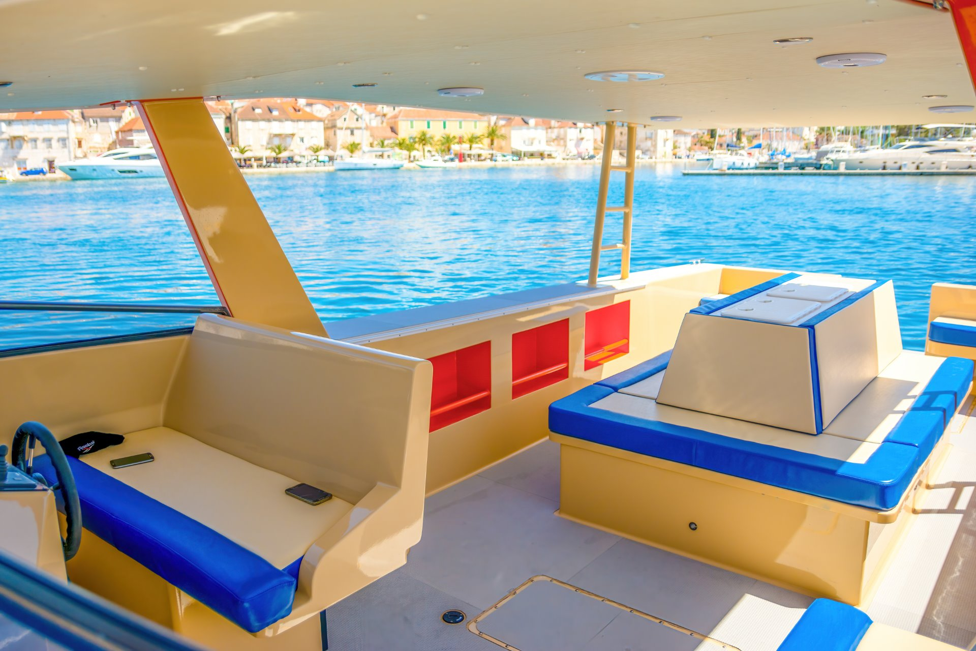 Boat tour with luxury 12m boat