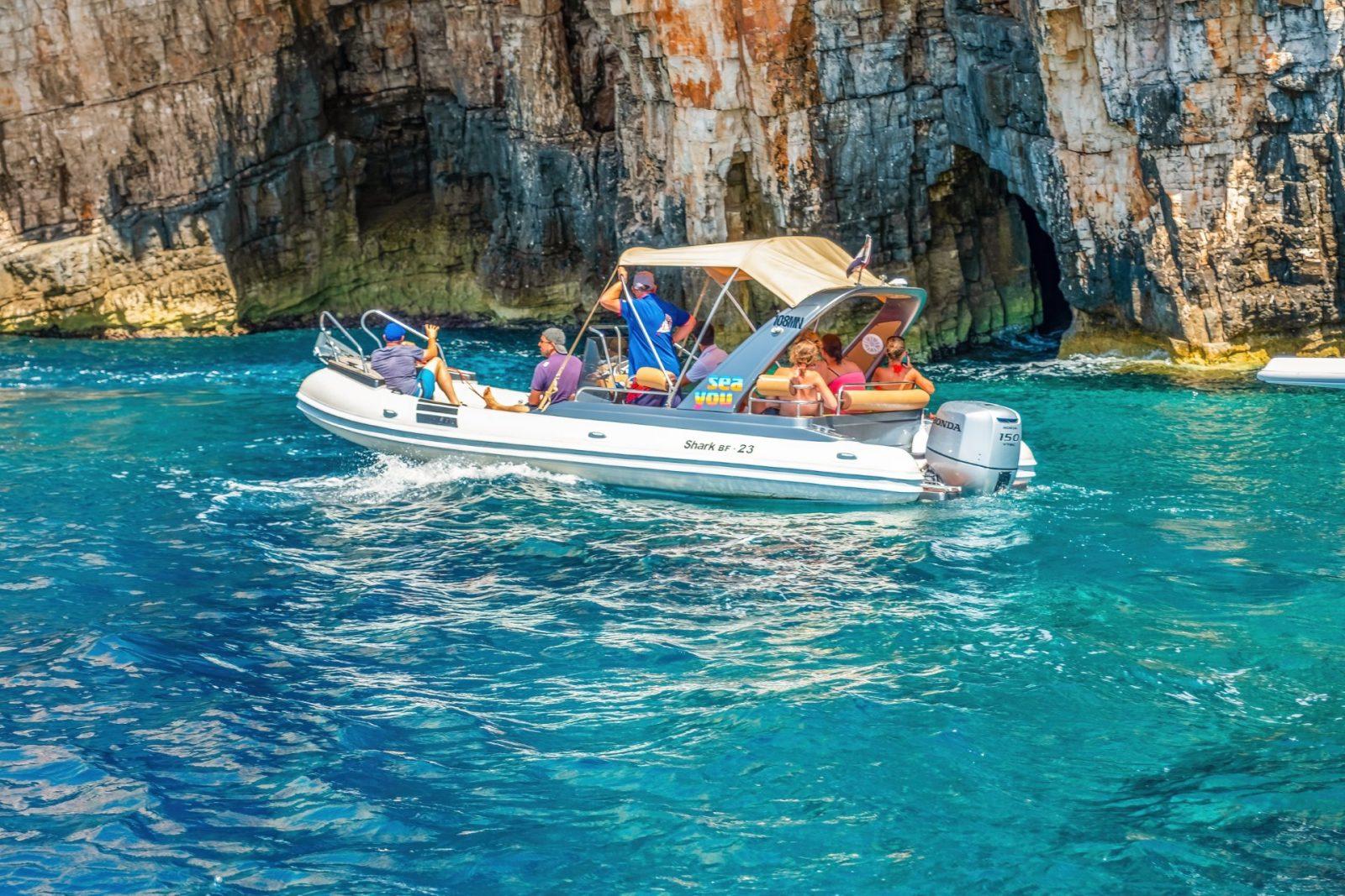 Boat for rent in Milna
