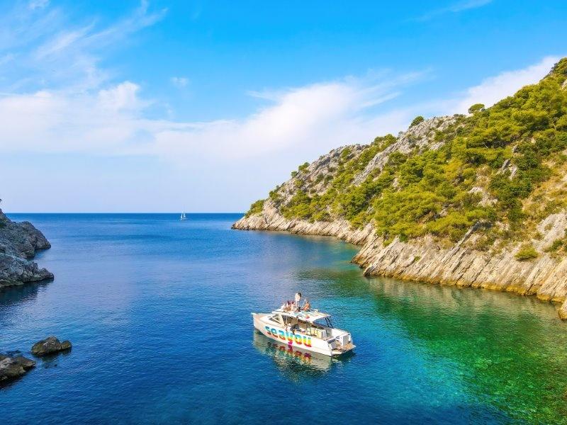 Cruise along coast of Solta