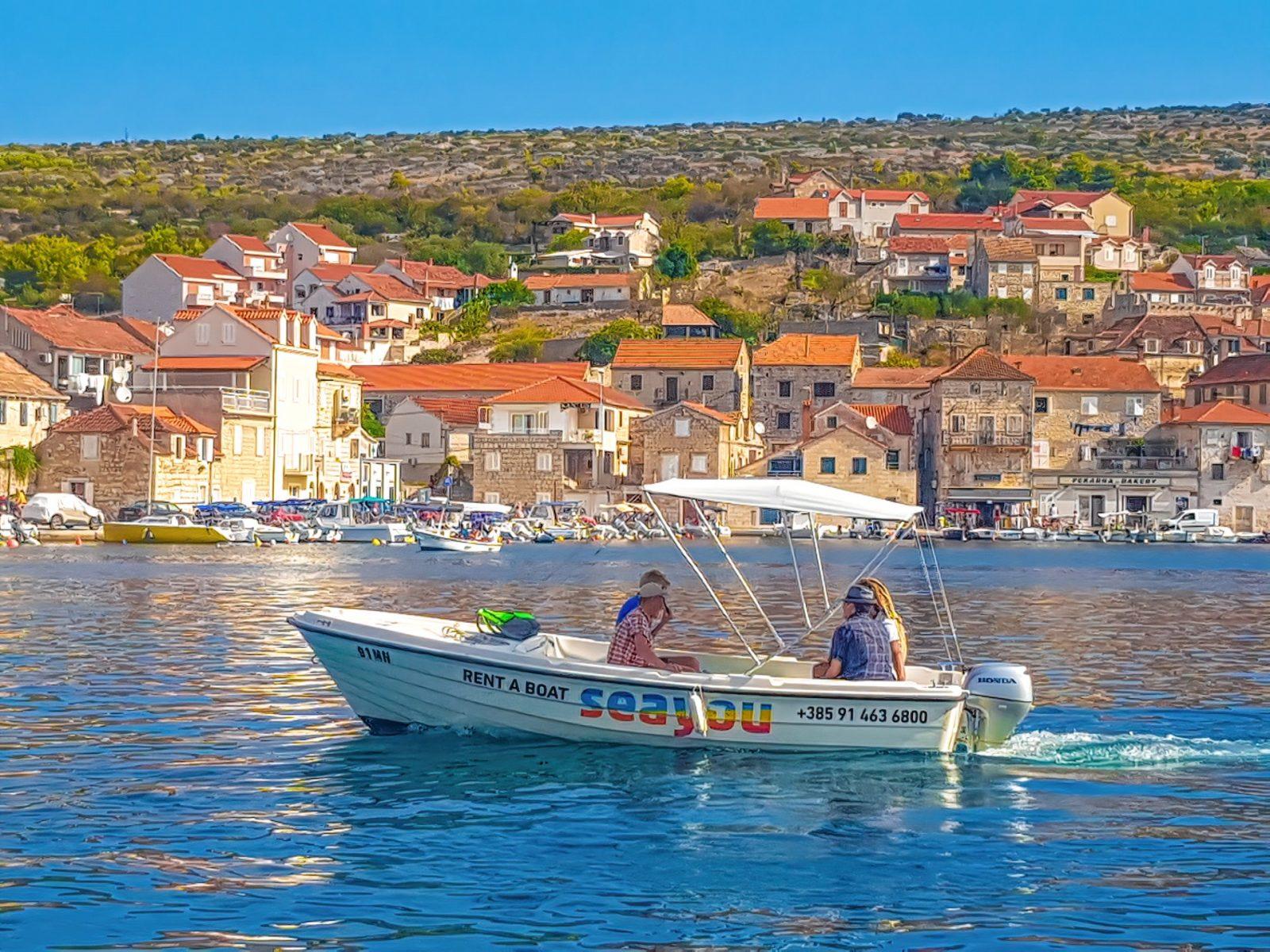 Rent a boat Milna